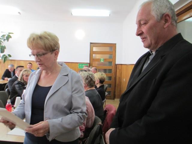 Przed udzieleniem absolutorium dla wójta ślubowanie złożył nowy radny, Leonard Majewski z Ratoszyna Pierwszego.