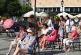 Koncert na Starym Rynku ściągnął ludzi na deptak