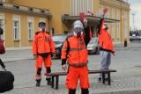 Protest ratowników medycznych w Legnicy. Co odpowiedziała dyrekcja? [ZDJĘCIA]
