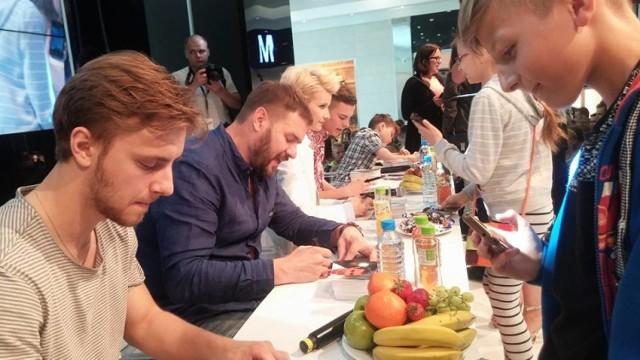 Aktorzy Rodzinki.pl nie szczędzili autografów swoim fanom