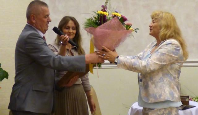 Alicję Bednarską żegnał podczas czwartkowego spotkania także Henryk Radosz, wiceburmistrz Buska-Zdroju.
