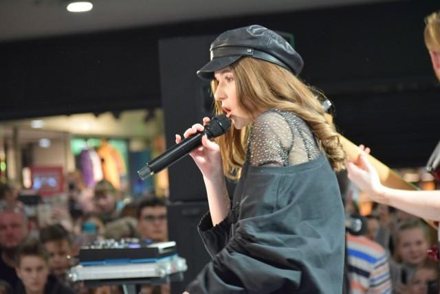 Koncert Roksany Węgiel w Rybnik Plaza zgromadził tłumy młodych rybniczan