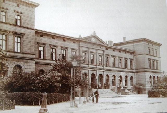 Domy i gmachy Katowic - starty dworzec w latach 70. XIX wieku