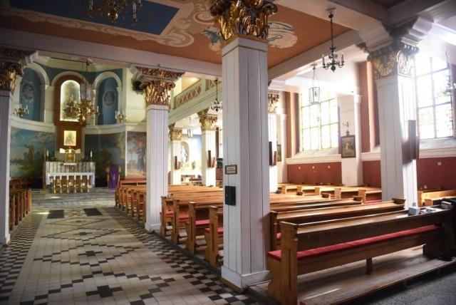 Spada liczba chrztów i osób uczestniczących we mszy świętej