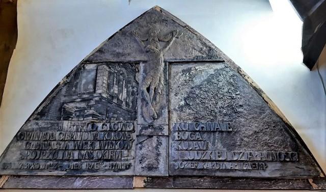 Prace nad inowrocławskimi Drzwiami Jubileuszowymi powoli finiszują. Wciąż jednak brakuje środków, by je ostatecznie zamknąć. Każdy może zostać fundatorem, a jego imię i nazwisko zostanie umieszczone na specjalnej tablicy pamiątkowej w kościele św. Mikołaja w Inowrocławiu