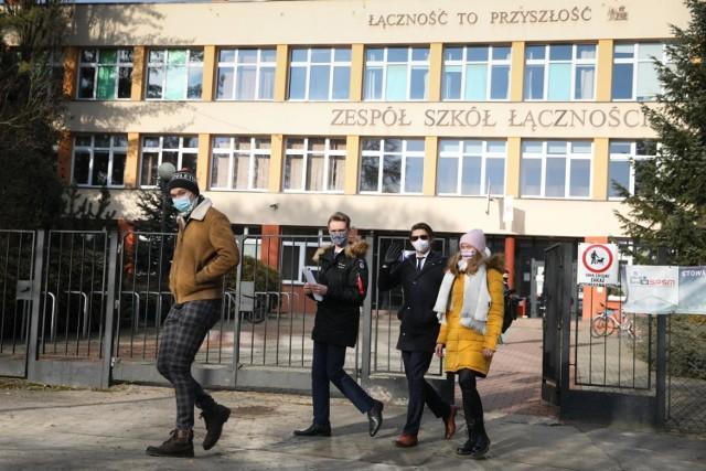 W Zespole Szkół Łączności w Krakowie egzamin zawodowy podczas trwających ferii zdaje 355 osób