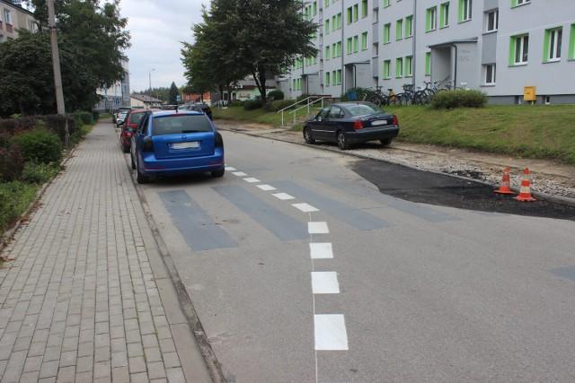 """W Miasteczku Śląskim zlikwidowano przejścia dla pieszych. W zamian przybyło miejsc parkingowych. To odpowiedź na """"bzdurne przepisy"""". Zobacz zdjęcia >>>"""