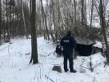 Siemianowice Śląskie: Bezdomny koczuje w szałasie. Dzielnicowy pomaga mu przetrwać zimę