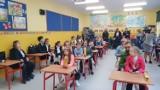Kobylin: Rozpoczęcie roku w Szkole Podstawowej im. Juliana Tuwima w Kobylinie [Zdjęcia]