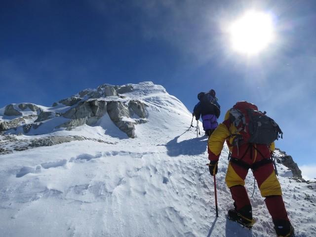 Podróżnik postawił sobie za cel zdobycie najwyższych szczytów każdego kontynentu dopiero po wejściu na kilka z nich.