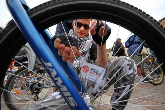 W Krakowie powstaną nowe stacje obsługi rowerów