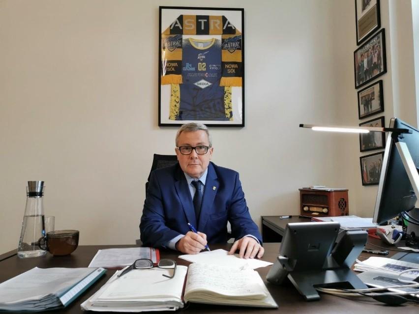 Prezydent Jacek Milewski przed sesją prowadził konsultacje z...