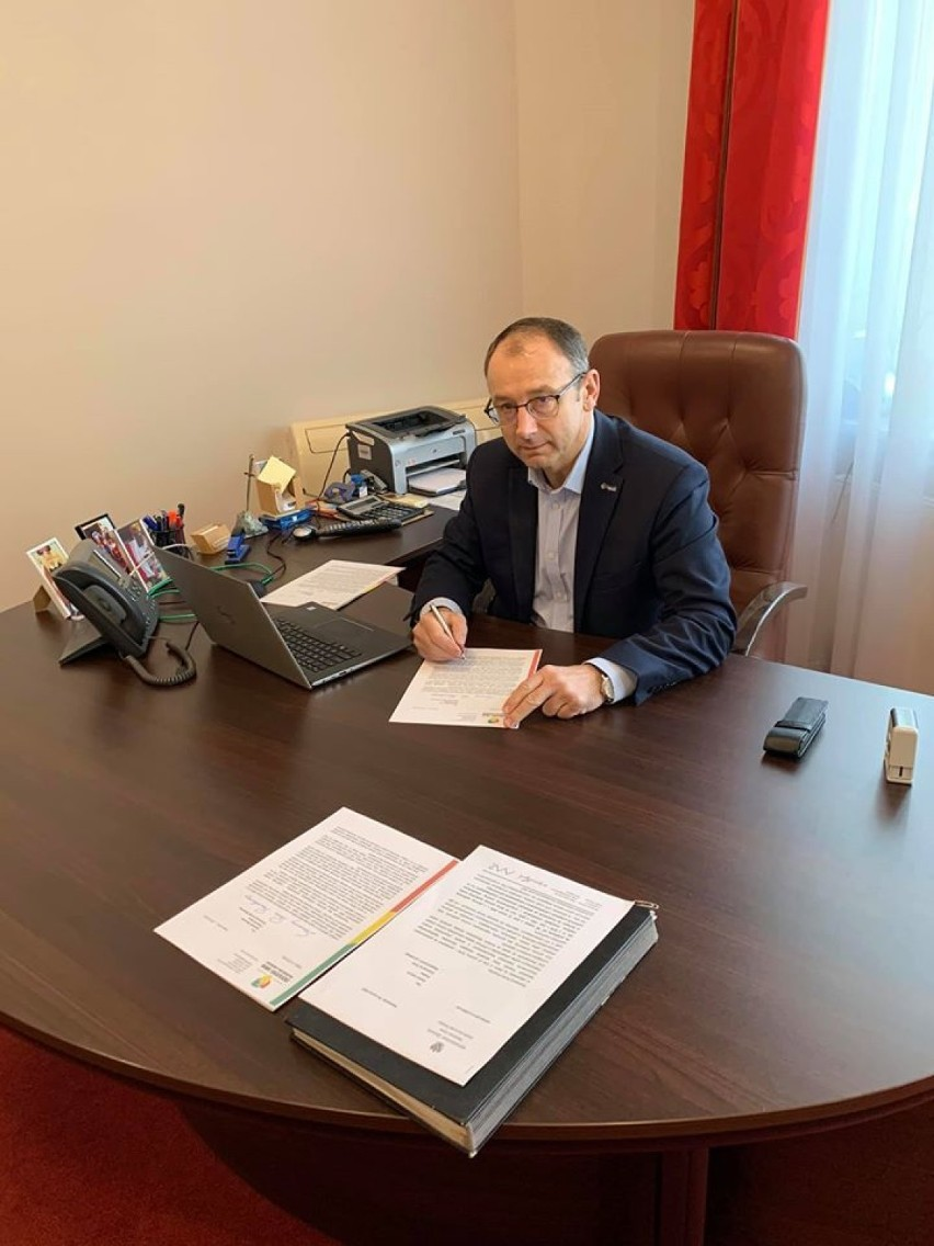 Burmistrz Krosna Odrzańskiego i prezes Zrzeszenia Gmin...