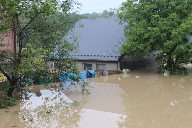 Powódź zniszczyła warsztat Grzegorza, jego jedyne źródło utrzymania. Zrzutka ma mu pomóc go odzyskać