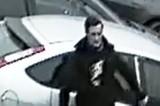 Kradzież z włamaniem do domu jednorodzinnego w Pruszczu. Policjanci szukają tego mężczyzny. Rozpoznajesz go?