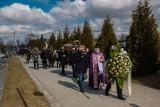 Tarnów. Pogrzeb Zygmunta Szycha. Ostatnie pożegnanie znanego tarnowskiego dziennikarza na cmentarzu w Klikowej [ZDJĘCIA]