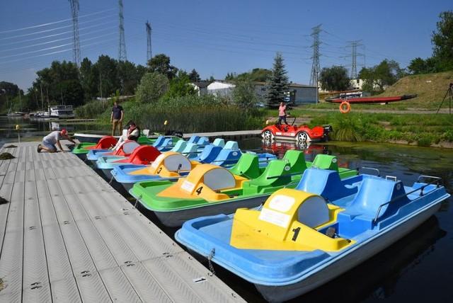 W wypożyczalni sprzętu wodnego prowadzonej przez Bydgoskie Centrum Sportu przy Torze Regatowym w Brdyujściu. można bezpłatnie wypożyczyć rowery wodne