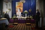 Groby Pańskie w kościołach w Bełchatowie. Wielkanoc 2021