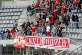 Tak  kibice Widzewa wspierali swój zespół dopingiem w Kielcach ZDJĘCIA