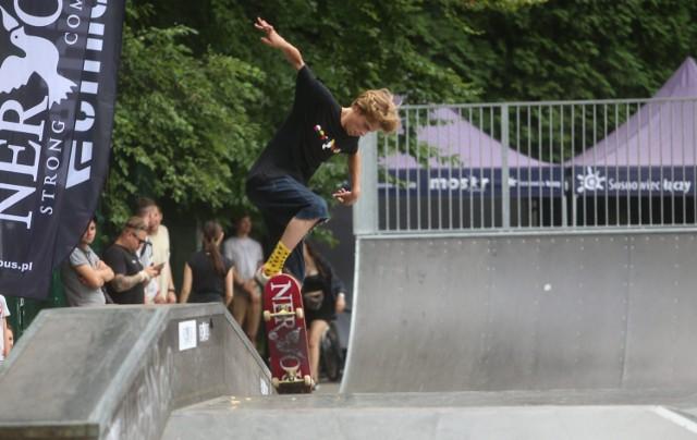 W skate parku w Parku Kuronia w Sosnowcu odbył się Deskorolkowy Puchar Polski i BMX Open. To była kolejna Extremalna Bitwa o Sosnowiec.   Zobacz kolejne zdjęcia. Przesuń w prawo - wciśnij strzałkę lub przycisk NASTĘPNE