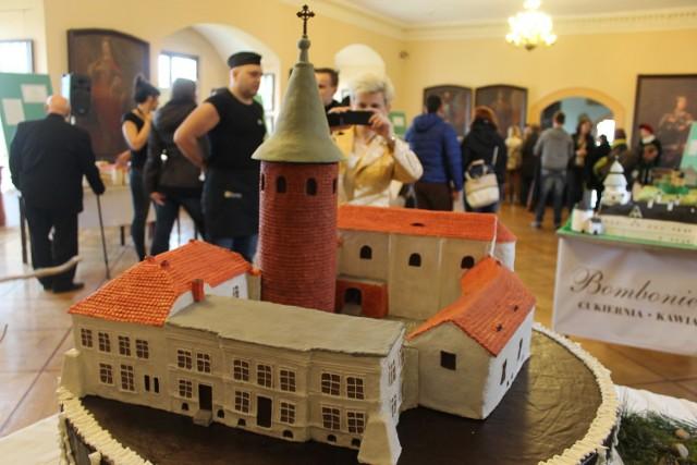 Tortowy zamek z Karłowic przygotowała mieszkanka miejscowości Halina Jadach.