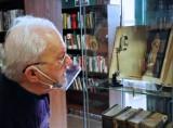Biblioteka w Cieplewie po remoncie. Czytelnicy mogą zobaczyć Encyklopedię Brockhausa z końca XIX   ZDJĘCIA