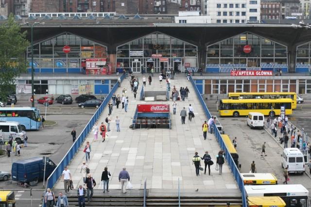 Stary dworzec PKP i plac Szewczyka na zdjęciach archiwalnych fotoreporterów Dziennika Zachodniego.  Zobacz kolejne zdjęcia. Przesuwaj zdjęcia w prawo - naciśnij strzałkę lub przycisk NASTĘPNE