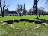 WAKACJE 2021 Pałac Rothenburgów leżał 20 km od Zielonej Góry. Zostało po nim w Nietkowie kilka drzew i smętne resztki fontanny. Szkoda...