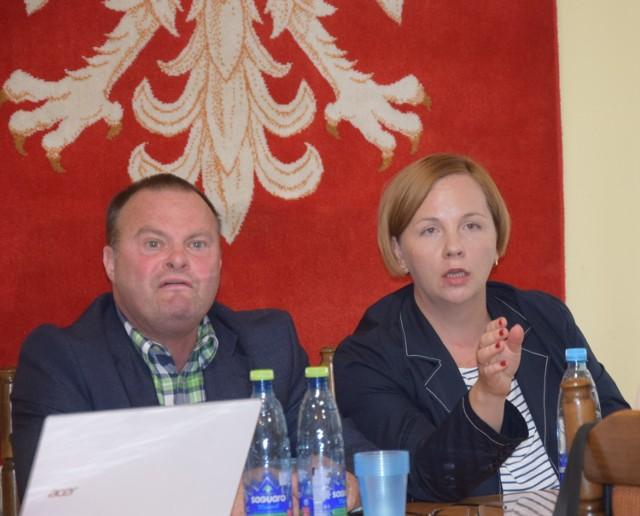 Władze Sulmierzyc, czyli burmistrz i radni, oczekują od strażaków, że szybko załatwią promesę od senatora i wojewody