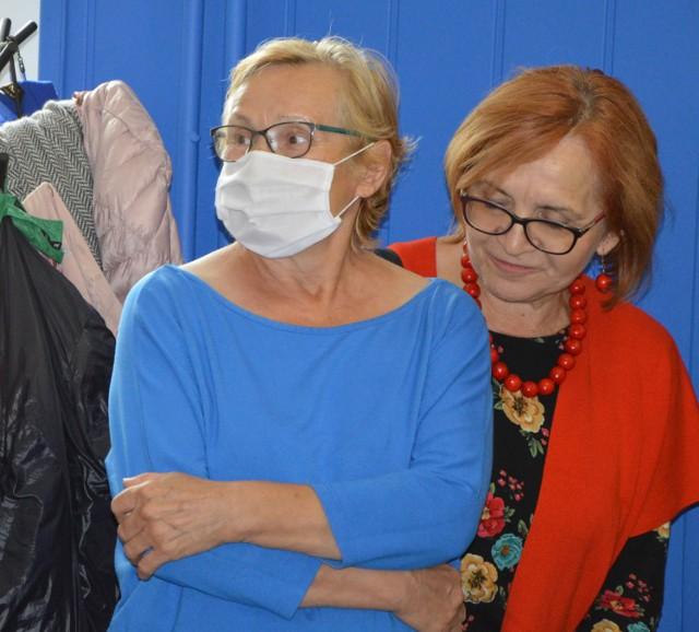 Prezes Wiesława Gębura (z lewej) zapewnia, że pogłoski o likwidacji stowarzyszenia są nieprawdziwe