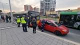 Wypadek na ulicy Jagiellońskiej w Kielcach. Mitsubishi zderzyło się z miejskim autobusem