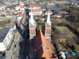 Opatówek z lotu ptaka. Zobacz zdjęcia miasteczka z drona. GALERIA