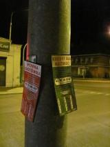 Straż Miejska walczy z ulotkami. Bez pozwolenia są zawieszana na lampach ulicznych