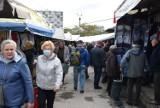 Kieleckie bazary we wtorek 21 września. Pomimo chłodu, mnóstwo ludzi na zakupach. Co szło najlepiej? [ZDJĘCIA]