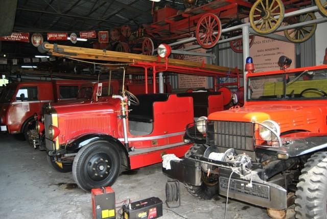 Zabytkowe wozy strażackie
