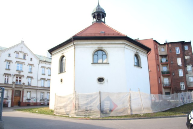 Po krótkiej przerwie przy bytomskim kościele św. Ducha zostały wznowione prace archeologiczne. Zobacz kolejne zdjęcia/plansze. Przesuwaj zdjęcia w prawo - naciśnij strzałkę lub przycisk NASTĘPNE >>>