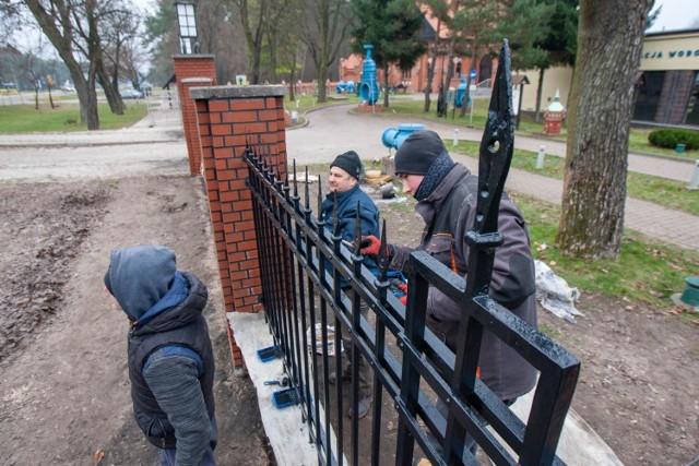 Remont ogrodzenia to element prac związanych z renowacją i rewitalizacją Pałacyku Muzeum Wodociągów w Bydgoszczy