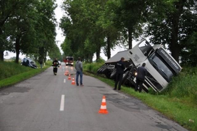 Na drodze w Majdanie Gromadzkim kierowca hondy civic z niewiadomych przyczyn nagle zjechał na przeciwległy pas ruchu.