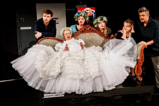 """""""Ułani"""", Teatr Narodowy w Warszawie  W Teatrze Powszechnym w Łodzi we wtorek 2 kwietnia zakończy się XXV Międzynarodowy Festiwal Sztuk Przyjemnych i Nieprzyjemnych. Dwukrotnym pokazem mistrzowskim spektaklu """"Ułani"""" z Teatru Narodowego w Warszawie."""