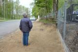 Dojście do cmentarza bezpieczniejsze. Przestawiono ogrodzenie, powstanie chodnik