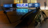Kolizja w okolicach Rekowa Lęborskiego. Oślepiony słońcem kierowca wjechał w zaparkowane na poboczu auta