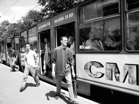 Podróżni tramwaju nie wiedzą pewnie, że podgląda ich kamera. Foto: VIOLETTA GRADEK