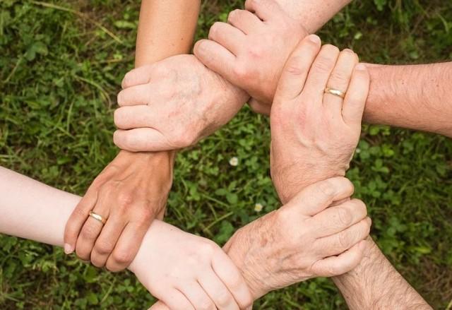 Mieszkańcy gminy Rogowo od kilku miesięcy angażują się w pomoc miejscowemu nauczycielowi