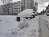 Zasypane parkingi i osiedla w Częstochowie. Wielu kierowców nie wyjedzie samochodem aż do wiosny