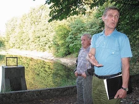 Władysław Sodo i Tadeusz Bagiński nie mogą się pogodzić z tym, że zbiornik zostanie zasypany.