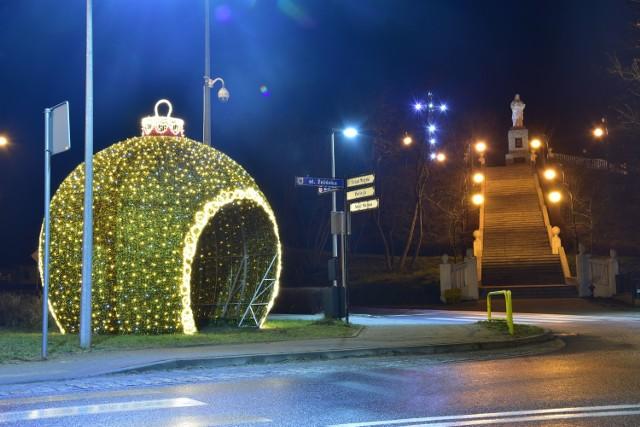 Tak wyglądają iluminacje bożonarodzeniowe w Barcinie. W mieście jest ich znacznie więcej.