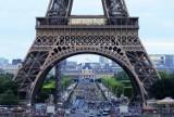 """Francja: wstęp na wieżę Eiffla, a od sierpnia do muzeum lub restauracji możliwy tylko z """"covidową przepustką"""""""