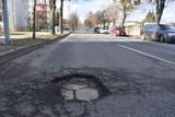 Wojska Polskiego Śrem. Ulica błaga o remont - dziury są na całej jej długości!