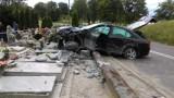 Samochód wpadł na cmentarz pod Świeciem! Zniszczonych kilkanaście nagrobków [zobacz zdjęcia]