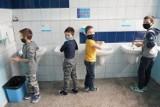 W Wielkopolsce dwanaście szkół przeszło w tryb nauki zdalnej z powodu zakażenia koronawirusem. Zwiększa się tempo zakażeń uczniów